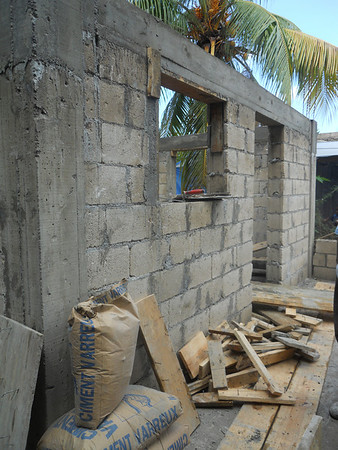2010 07 Volunteers from US churches work side-by-side with congregations in Haiti to put God's love in action by constructing homes. bp