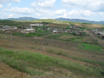 10 09  Osan-Ri, build site. 200 families live on the collective. ds