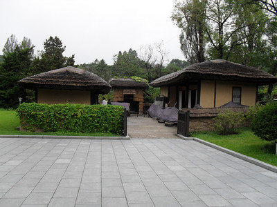 10 09   Mangyongdae, the birth place and childhood home oif Kim II Sung.  ds