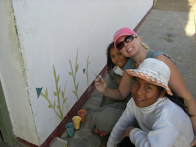09 08-08 Wendy Hearn, Global Builders teams coordinator in Peru, shows children how to paint wall murials. wh