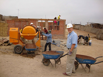 09 07  The team at work with Dr. Wallace Mays of Americus, GA hauling concrete in a wheelbarrow. Dr. Mays divided his time between a clinic in LaFlorida and doing hard manual labor at the work site.  j&mf