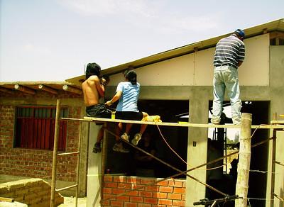 10 11  Marcos construyendo su casa.  zcr