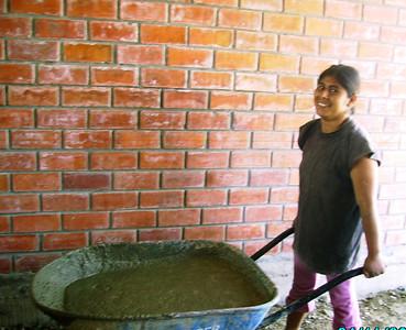 10 11 Sofia ayudando en ccasa de Marcos.  zcr