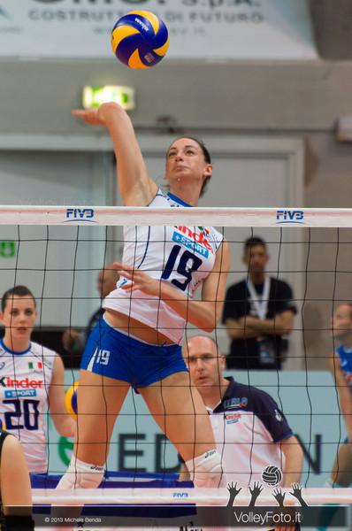 Raphaela Folie (Italia) in una fase del pre-partita Italia-Giappone, Alassio Cup