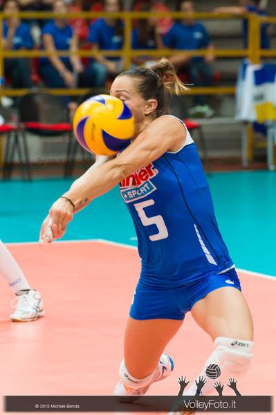 Enrica Merlo, palla in faccia