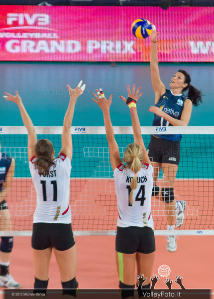 Georgina Pinedo [ARG] attacks, Christiane Furst and Margareta Kozuch [GER] blocks