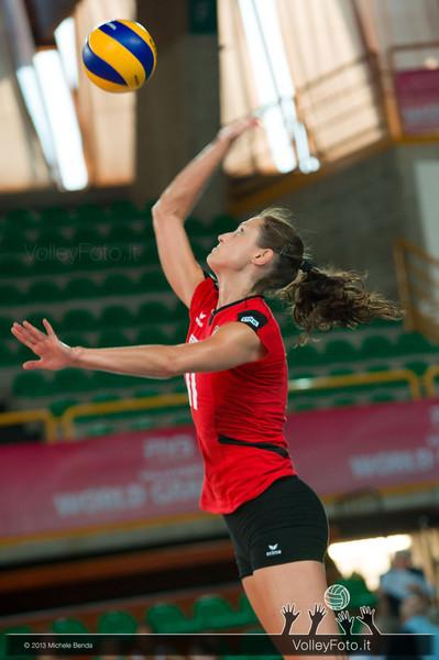 Christiane Furst [GER] serves the ball