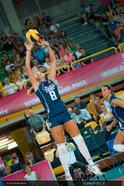 Noemi Signorile, [ITA], set the ball