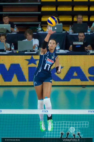 Valentina Diouf [ITA] serves