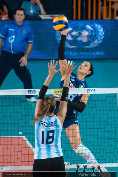 Carolina Costagrande [ITA] attack against Yael Castiglione [ARG]