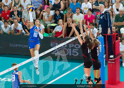 Carolina Costagrande Spikes against Germany's block