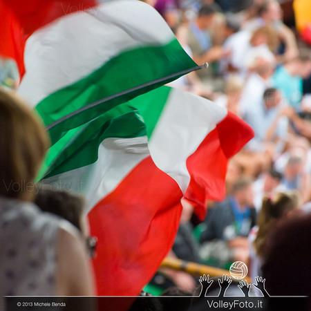 bandiere italiane tra il pubblico
