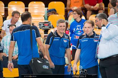 lo staff azzurro con Marco Mencarelli, Federico Cristofori e Paolo Tofoli di spalle
