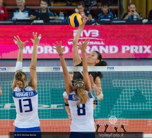 Sana Jarlagassova [KAZ] attacks against Valentina Arrighetti, Noemi Signorile [ITA] block