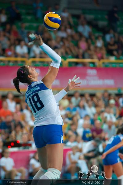 Carolina Costagrande [ITA] serves