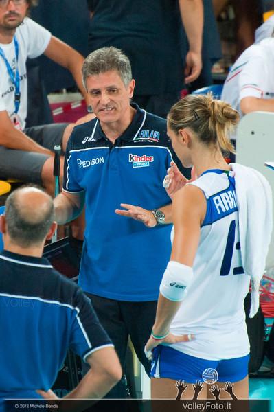 Marco Mencarelli parla con Valentina Arrighetti