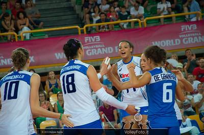 Valentina Diouf [ITA] celebrates