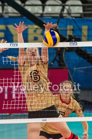 Jennifer GEERTIES, blocking the ball