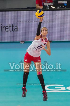 Mia JERKOV, serves