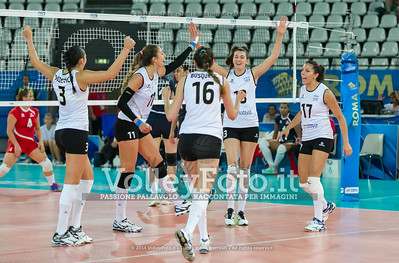 Argentina, celebrates after scoring a point