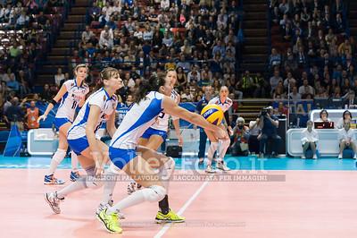 Nadia CENTONI, receives the ball