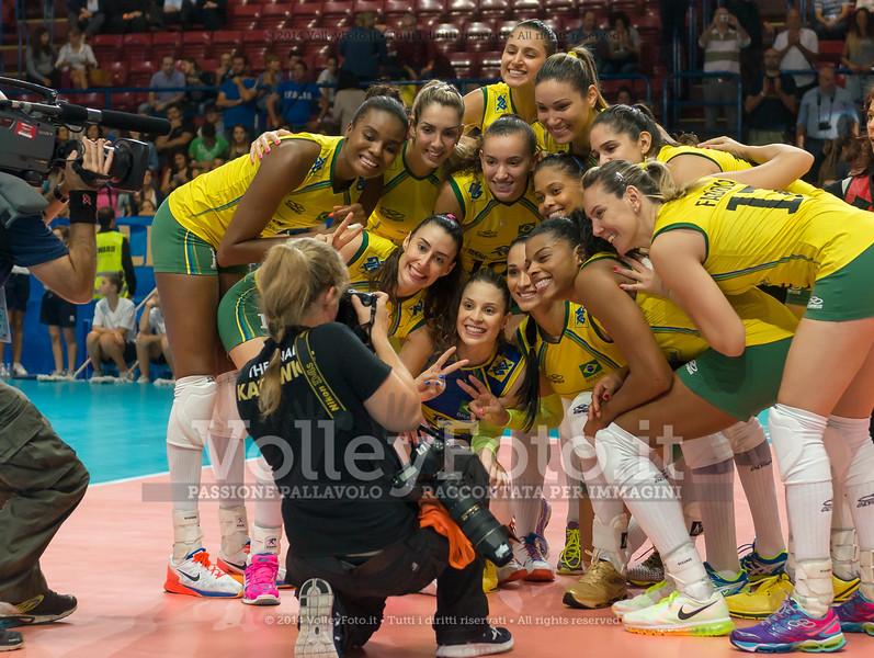 Brazil, celebrate after winning the match