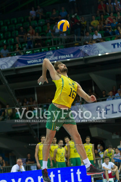 Lucas Saatkamp, serve