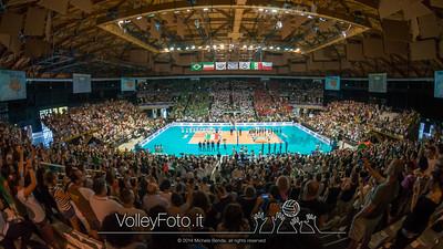 il pubblico dell'Unipol Arena di Casalecchio di Reno BO