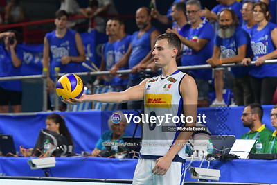 Simone GIANNELLI, before serving a ball