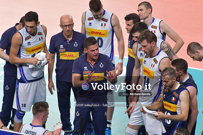 Gianlorenzo BLENGINI, Head Coach of Italy, time out