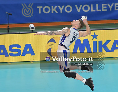 Ivan ZAYTSEV, serving a ball