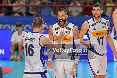 Osmany JUANTORENA, celebrates a point, with teammates