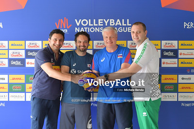Ivan PETKOV, MAZZANTI Davide, e Vadim PANKOV - VNL / Volleyball Nations League 2019 Women's - Pool 13, Week 4. IT, 10 giugno 2019 - Foto: Michele Benda per VolleyFoto.it [Riferimento file: 2019-06-10/ND5_3592]