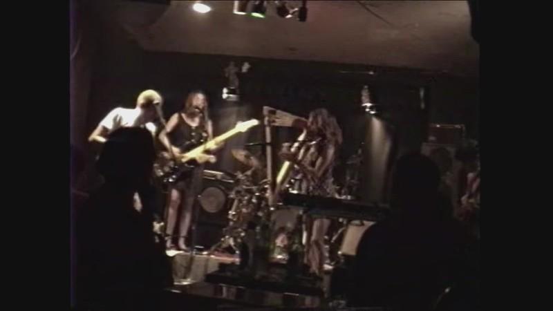 """WATCH:  Zeena Parkins Playing Punk Harp In """"No Safety"""" (1993)"""