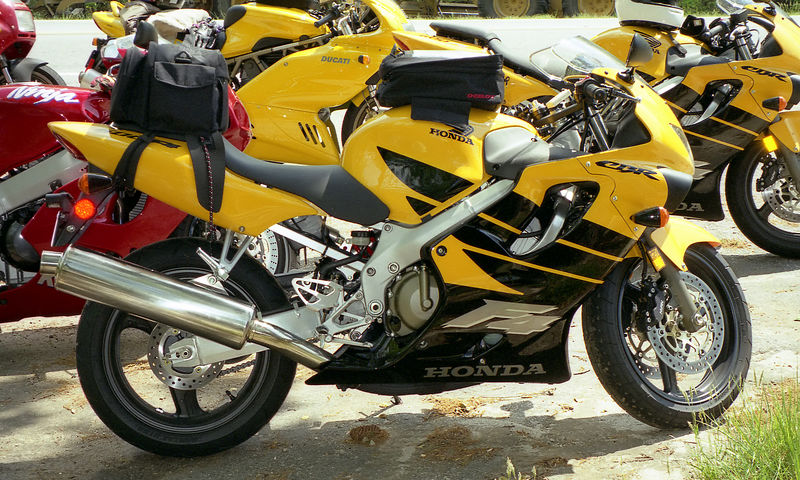 My shiney new, box stock, not even broke in 1999 CBR600F4.