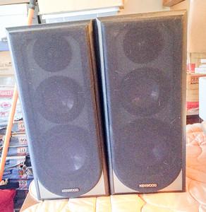 Kenwood KVS-220 bookshelf speakers (2) SN 2050003 20500034 - House goods in storage 2015-15