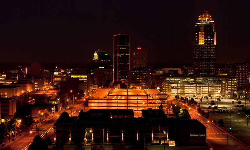 Downtown Des Moines at night.