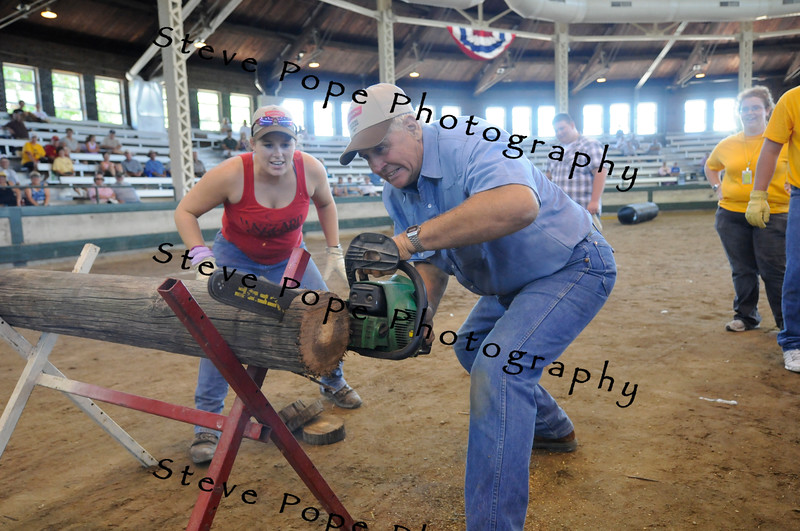 Stephanie Donaldson and Eddie Stone demonstrate how to do the Young Farmers Challenge at the Iowa State Fair on Aug. 18. (Iowa State Fair/ Steve Pope Photography)