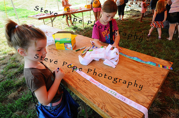 Kaelyn and Keetlyn Townsley, of Morning Sun, color belts at the Blue Ribbon Kids' Club at the Iowa State Fair on Aug. 8. (Iowa State Fair/ Steve Pope Photography)