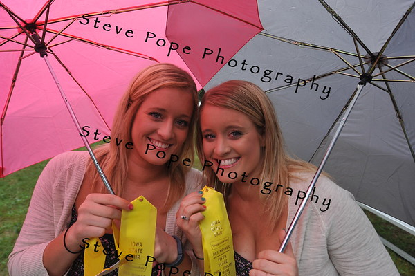 Mollie and Megan Harney, 22, of Granger, earned fifth place in the Twins, Triplets, and More Contest at the Iowa State Fair on Aug. 7. (Iowa State Fair/ Steve Pope Photography)