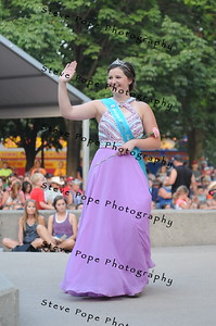 Jasper County Fair Queen Jaclyn Minchener, 17, of Newton, participates in the 2017 Iowa State Fair Queen Coronation Ceremony on Aug. 12. (Iowa State Fair/ Steve Pope Photography)