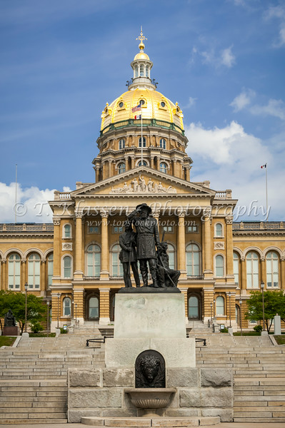 The exterior of the Iowa State Capital building in Des Moines, Iowa, USA.