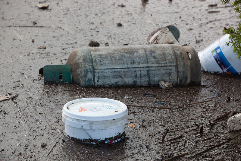 Gas bottle submerged near Sandy Gallop Golf Club - Lobb St Churchill - 12 Jan 2011