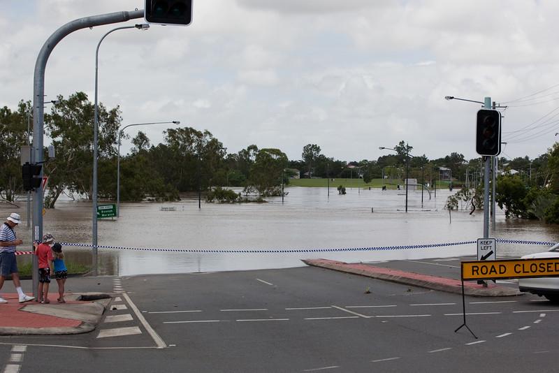 One Mile bridge taken from intersection Moffatt St & Brisbane St West Ipswich - 12 Jan 2011