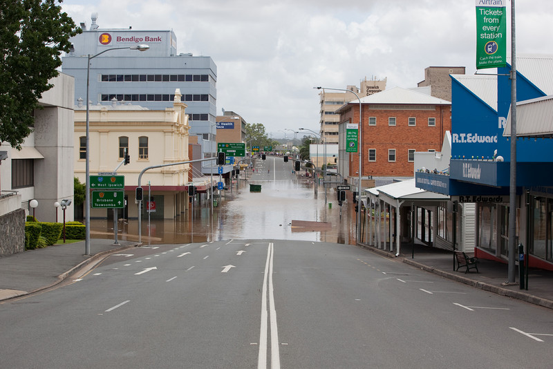 Intersection East St & Limestone St Ipswich, taken from East St looking towards the David Trumpy bridge - 12 Jan 2011