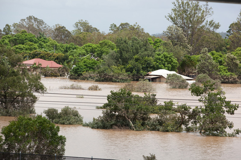 Looking from Gailes across the Goodna train line to flooded houses on Woogaroo St - 13 Jan 2011