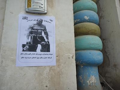 Plakaty z Pudzianem - pełno ich w Maku, są nawet kolorowe, duże billboardy. Niestety, nikt tam nie ma pojęcia kim jest osiłek ze zdjęć :)