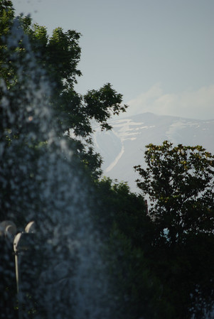 Teheran - górka w tle ma prawie 4.000 m npm!