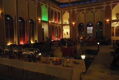 Restaruacja w hotelu zrobionym w dawnej willi i utzymanym w dawnym klimacie