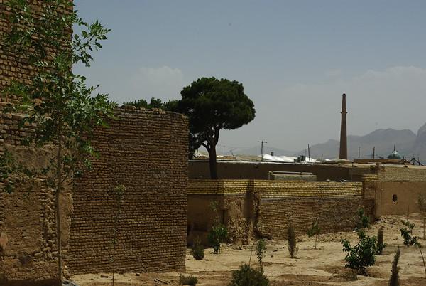 W tle 45m minartet Ali'ego